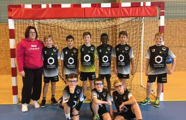 [-12M] is a handball team. They are using SportEasy, the best web and mobile application to manage any sports team (football, soccer, rugby, basketball, baseball, hockey, volleyball...). Coaches and managers can organize the games and practices or send group messages to their players. Players have convenient access to their schedule or statistics. SportEasy is free and available on the web, iPhone and Android.